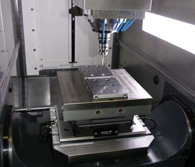 GPS 240 Palletiersystem mit Magnetpalette auf dem Maschinentisch